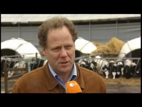 Deutscher Bauer fickt alte Sau neben den Heuballen