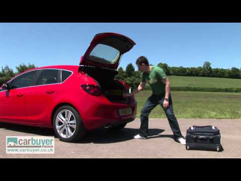 Vauxhall Astra review - CarBuyer