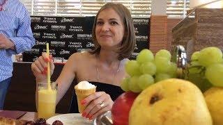 Наталью Поклонскую угостили фирменным мороженым «Артек»