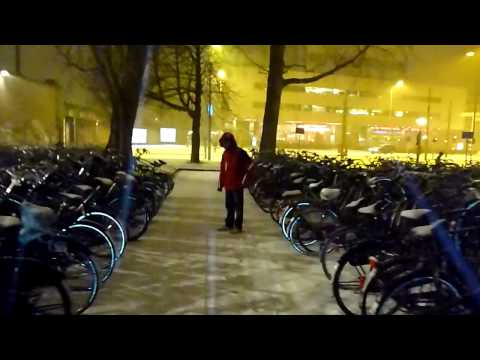 Buscando WiFi en Amsterdam - Mochileo Europa 2010