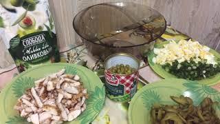 Вкусный салат с куриной грудкой и огурцами