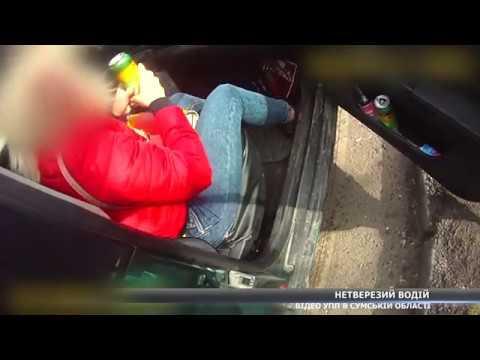У Сумах водій вживав алкогольні напої, спілкуючись з правоохоронцями