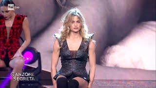 Il ballo sensuale di Cristina Marino per Luca Argentero - Canzone Segreta 12/03/2021
