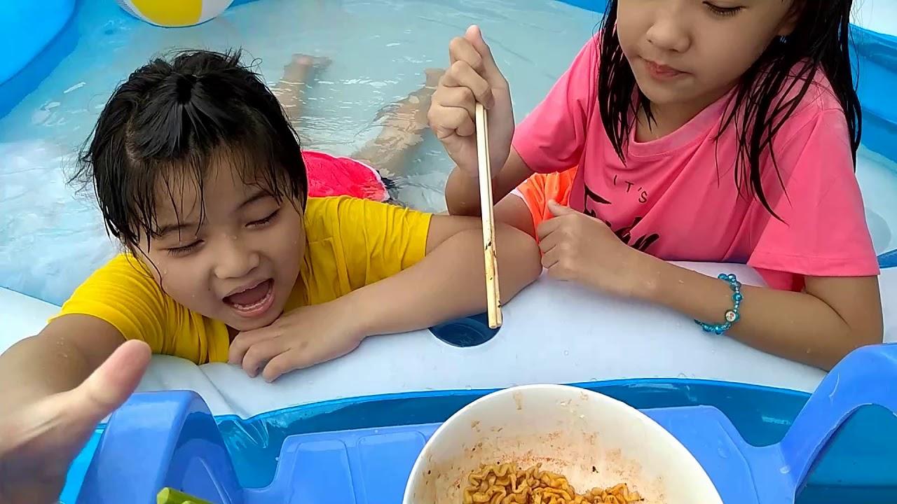 TRÒ CHƠI CẮM TRẠI HỒ BƠI VỚI MỲ SAMYANG SIÊU CAY | BAO MINH CHANNEL