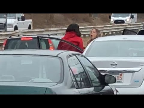 Raw Video: Women Fight In Middle Of Route 128 In Danvers - YouTube