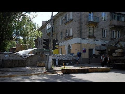 Ukraine troops surround Slavyansk rebel stronghold