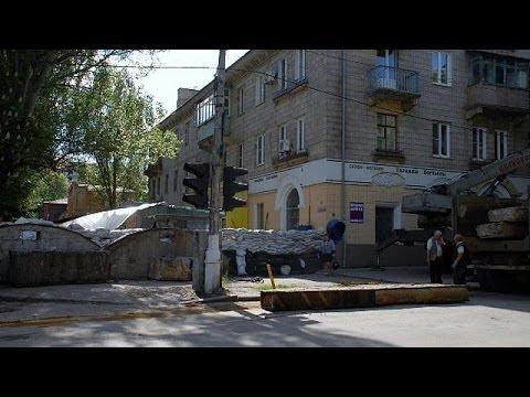 Ukraine troops surround