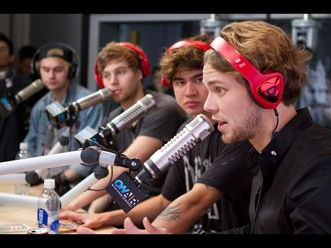 "5SOS ""She's Kinda Hot"" (Acoustic) 