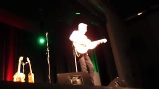 Tommy Emmanuel Bestwig April 2014 (wonderful baby) (P4025939)17/30