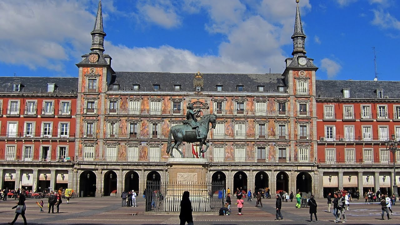 Plaza mayor de madrid madrid turistico espa a youtube for Que ver en sol madrid
