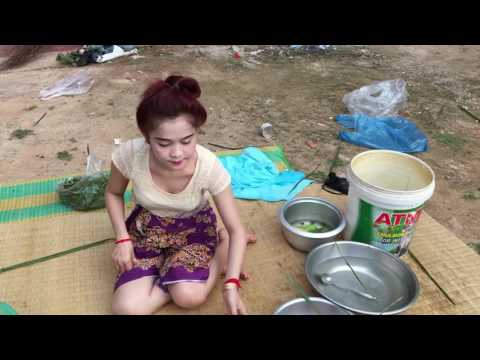 hot girl Thai cooking