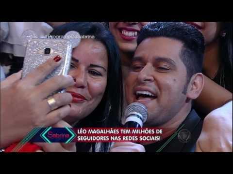 Léo Magalhães leva plateia à loucura com seus sucessos