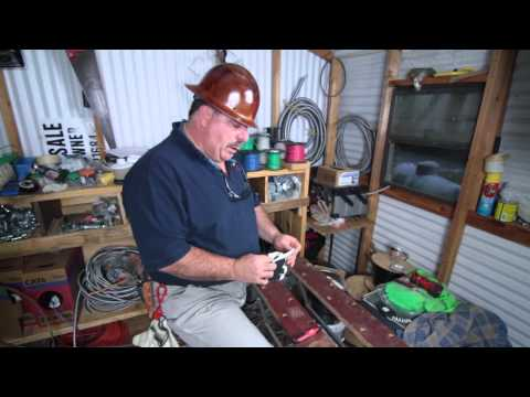 What Kind of Clothing Should Electrical Workers Wear? : Electrical Solutions