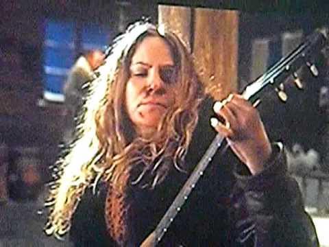 Jennifer Jason Leigh Sings