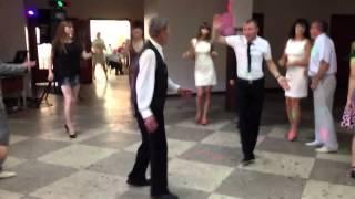 Дед (81 год) и внук танцуют на свадьбе (Малорита 2013)