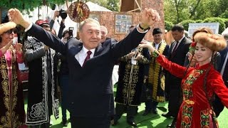 Назарбаев Н. А. танцует по-уйгурски