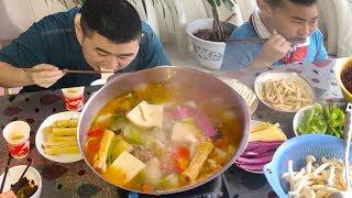 """【超小厨】2斤羊肉5斤萝卜,自制""""羊肉汤锅"""",全家涮火锅,喝酒吃肉配米饭,真过瘾"""
