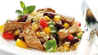 Ужин - овощная смесь рис и мясо.