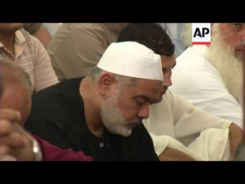 Hamas PM Ismail Haniyeh joins worshippers for Friday prayers