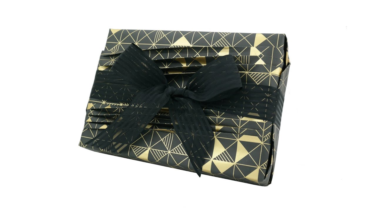 Creative gift wrapping with reverse japanese pleats on for Japanese wrapping