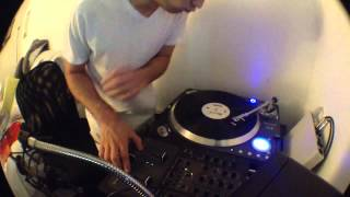 One turntable - dj coco scratch