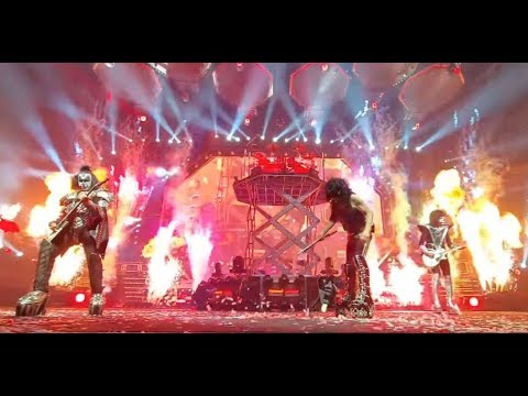 KISS' Paul Stanley smashes guitar in Ohio - Slayer and Anthrax NZ show cancelled..