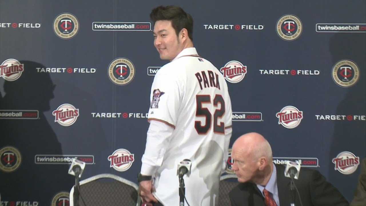 super popular 639fa e10b5 Twins, Fans Welcome Byung Ho Park