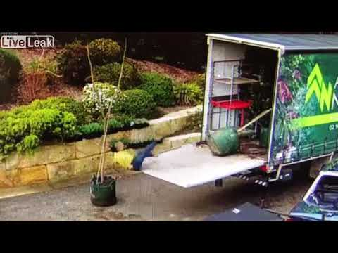 Liveleak - Bad day for the delivery driver