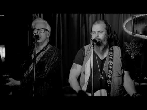 Steve Earle & The Dukes - Lookin' For A Woman [Official Music Video]
