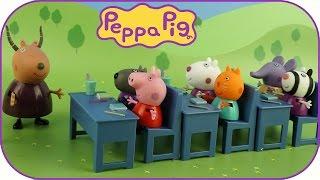 В школе Свинка с друзьями на уроке математики. Мультики с игрушками