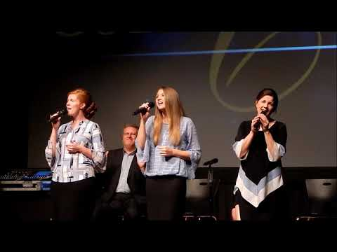 The Collingsworth Family sings If He Hung the Moon