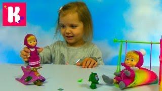 Маша и Медведь на игровой площадке с качелей и горкой / Обзор игрушек