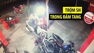 Siêu trộm lọt vào đám tang, thản nhiên bẻ khóa trộm xe SH trước mặt gia chủ
