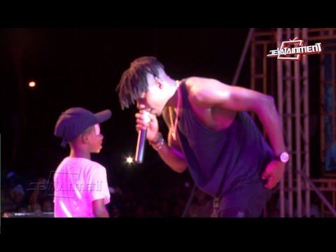 Stonebwoy had to ''pay'' the boy to stop him