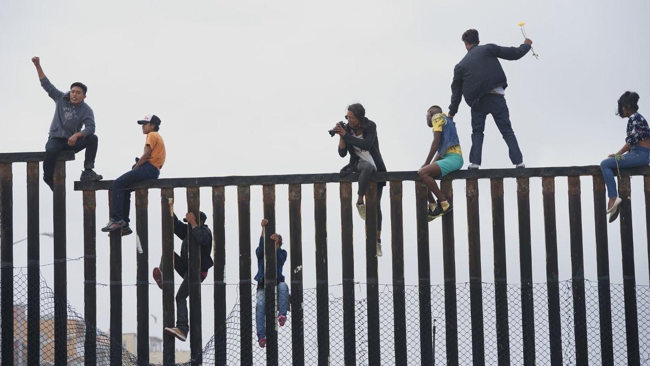 """Картинки по запросу """"Караван мигрантов"""" дошел до границы США"""