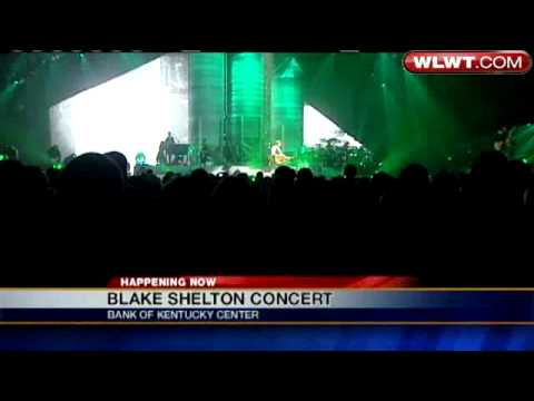 Blake Shelton Performs In The Tri-State