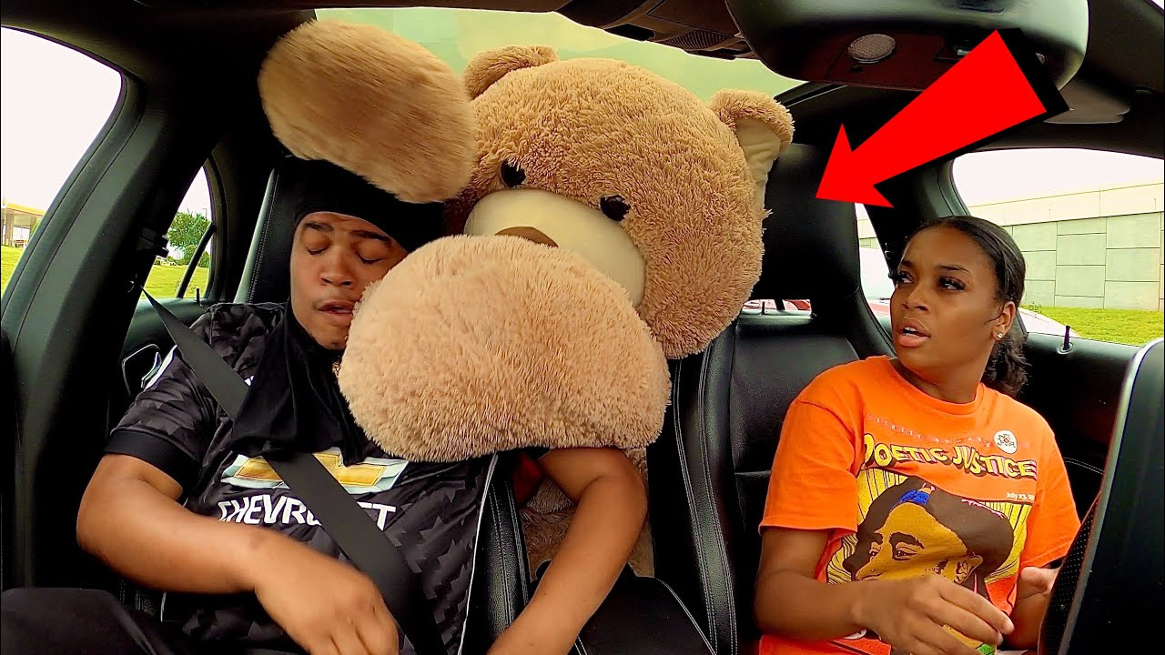 GIANT TEDDY BEAR SCARE PRANK *EXTREMELY FUNNY*