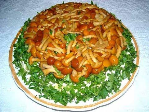 Салат Сказочная поляна с копченой курицей и грибами