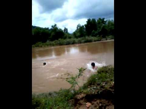 một xác chết trôi sông !