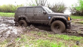 Нива, Шеви Нивы, Джип Чероки, Гранд Чероки (Jeep Cherokee) по грязи и в крутую гору.