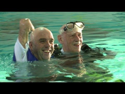 Schwimmt Mann Beine Arme Ohne Und