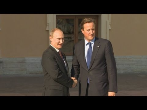 Vladimir Putin shakes hands with Cameron and Obama at G20 Summit