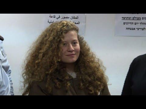 محكمة عسكرية إسرائيلية تمدد اعتقال عهد التميمي ووالدتها