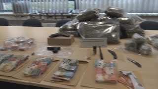 Drogenbande Festgenommen + 12 Kg Marihuana + Waffen + Geld Sichergestellt Köln Am 16.01.17 + O-Ton