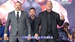 CHUCK LIDDELL & TITO ORTIZ FACE TO FACE; BOTH REFUSE TO TURN AWAY, READY FOR NOV. 24 AT THE FORUM