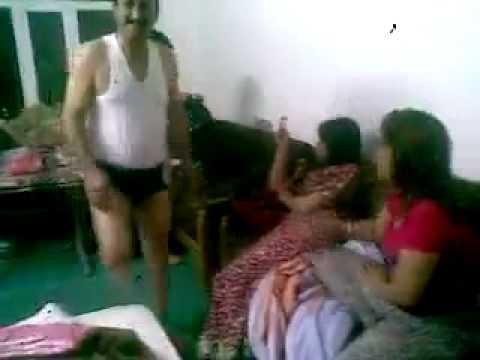 فديو خاص اربع بنات و رجل بمنزل للكبار فقط