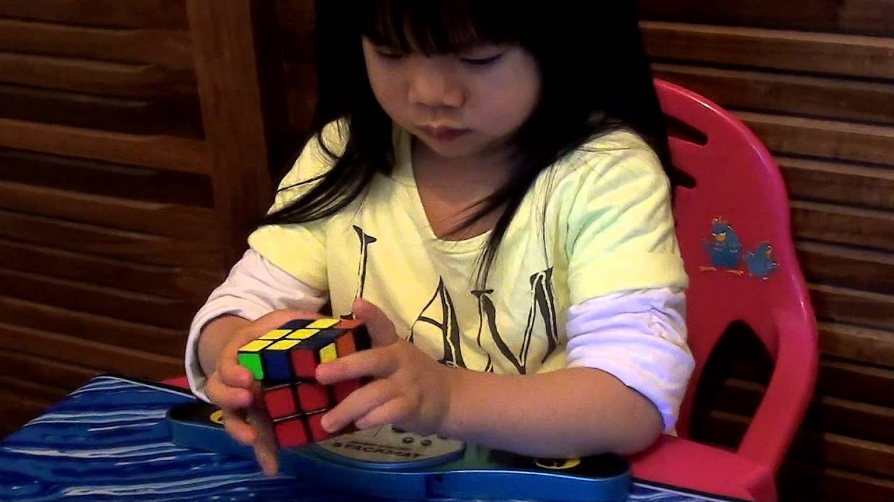 2 years old girl Youngest Rubik s Cube Solver 70 seconds