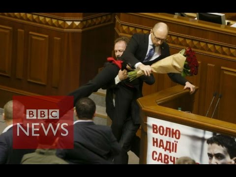 Fighting breaks out in Ukrainian parliament - BBC News