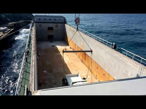 南大東島 内航貨物船大峰山丸の荷役