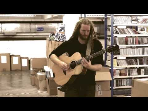 Клип Newton Faulkner - Treading Water